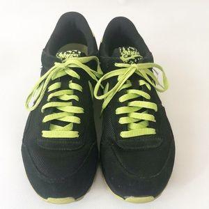 Nike Air Pegasus Sneaker Sz 9 Black & Green